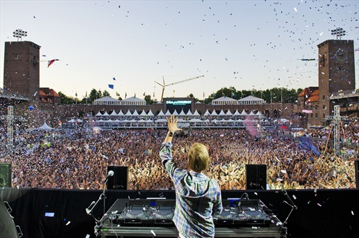 FESTIVALS AND THE MEANING OF BIG ROOM